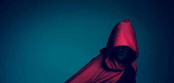 red riding hood - rotkäppchen kostüm stock-fotos und bilder