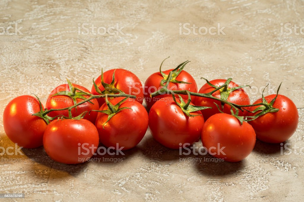 red ripe wet whole tomatoes foto stock royalty-free