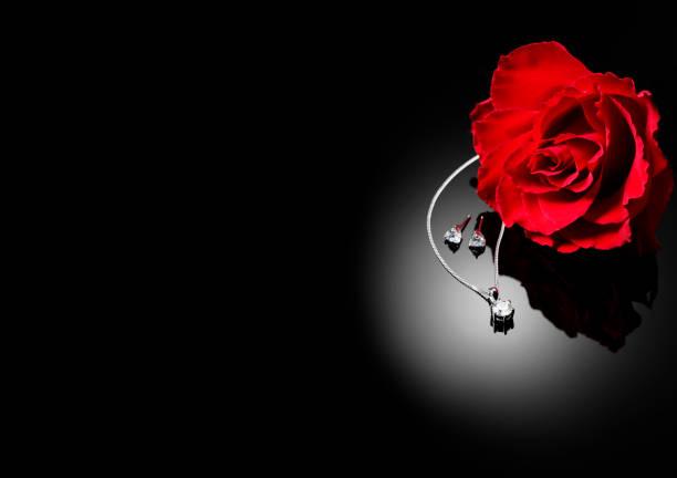 rote rose und diamond jewllery - ohrringe rose stock-fotos und bilder
