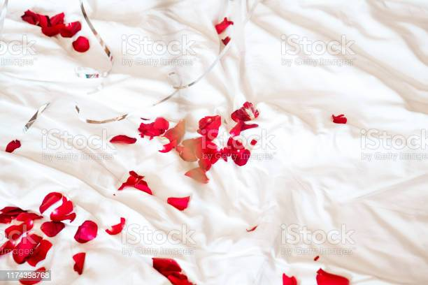 Red rose petals and balloons on white bed picture id1174398768?b=1&k=6&m=1174398768&s=612x612&h=x7fc0hbc04wfaimkvx8szryuojeyoysmuil9xy2dbru=