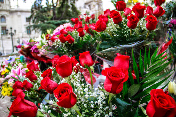 Red roses are presented in front of a flower store picture id1002996962?b=1&k=6&m=1002996962&s=612x612&w=0&h=uq8mdvgsh106ktlt jsa8d4hntszoryydmw29 8euhc=