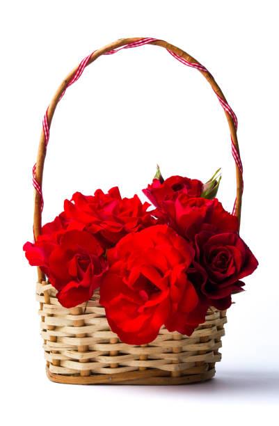 Red roses bouquet in a wciker basket picture id916529898?b=1&k=6&m=916529898&s=612x612&w=0&h=wpucv fnsaj5y2se1umuz8y cwj gbw o89tzugrggm=
