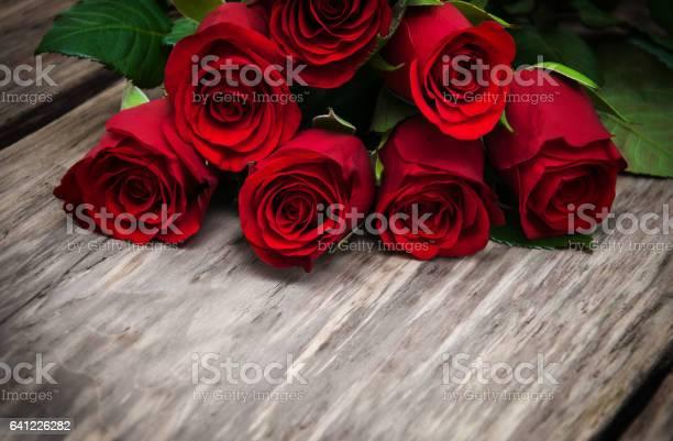 Red roses on a table picture id641226282?b=1&k=6&m=641226282&s=612x612&h=o5znzii1exaez5xjhxaasxy3mlw1gdc34x80qvtugfo=