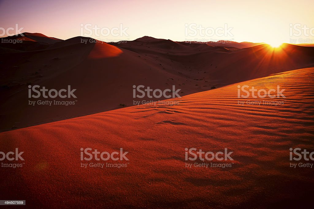 Rote Sanddünen mit Sonnenaufgang stock photo