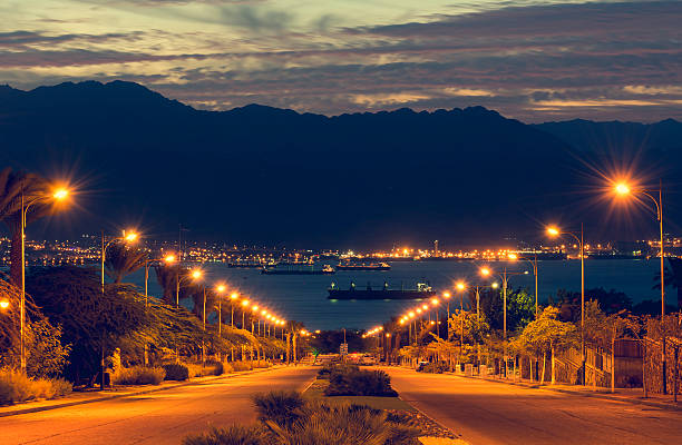 red sea, view from the longest street in eilat - akaba stock-fotos und bilder