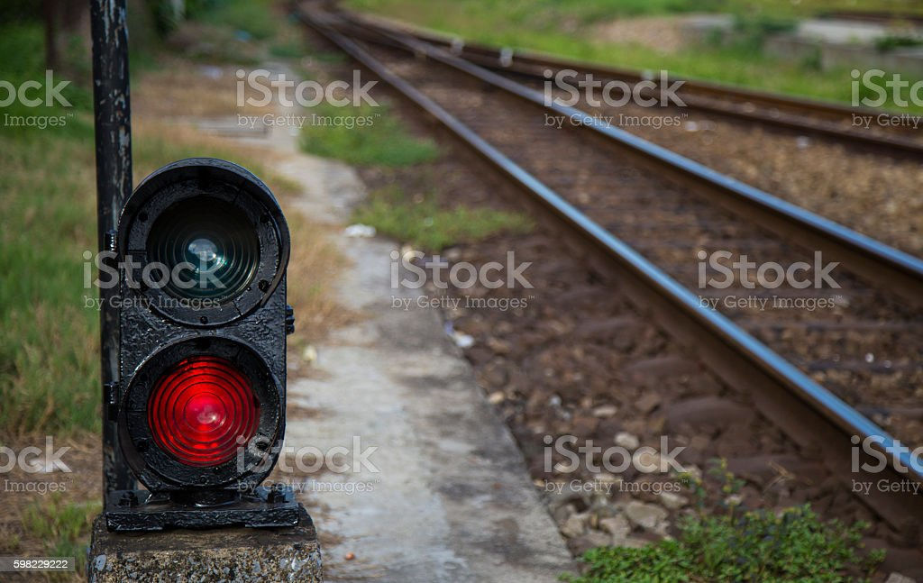 Red semaphore near railway in a developing country foto royalty-free