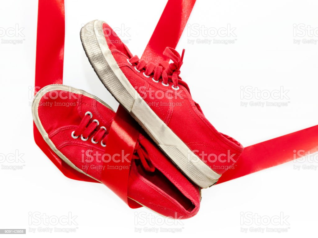 Red shoes, a symbol femicide. Illustrative editorial - foto stock