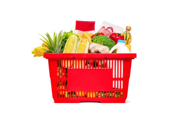 cesta de compra vermelha cheia de comida e mantimentos - cesto - fotografias e filmes do acervo