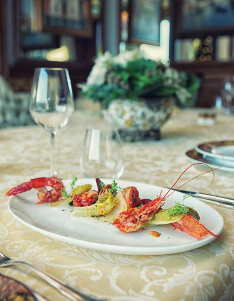 赤海老の前菜、トーン - フランス料理 ストックフォトと画像