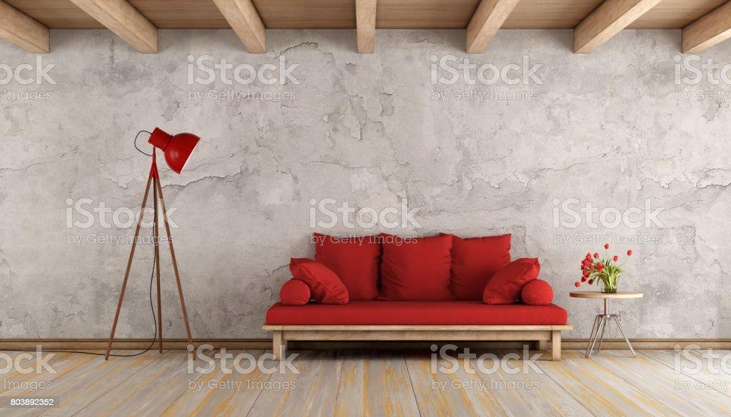 Rotes Sofa In Einem Grungeraum Stockfoto Und Mehr Bilder Von Alt