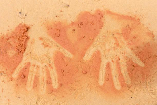 Rote Erde Handform auf Sand in die Kunst der Aborigines-Stil – Foto