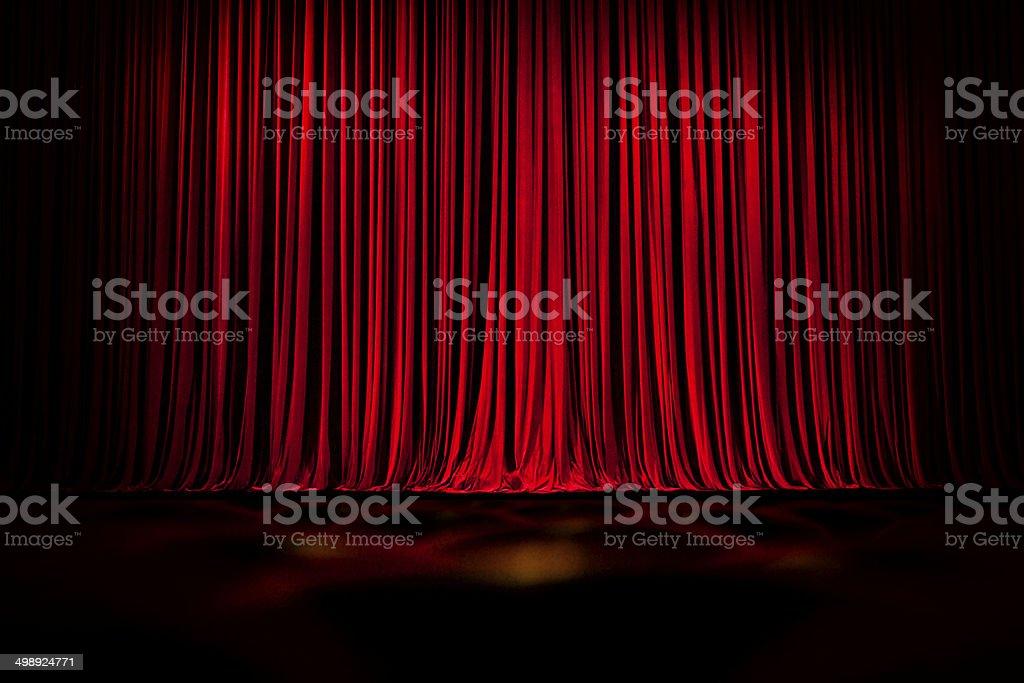 Rote leere Bühne Vorhänge und Sitze Lizenzfreies stock-foto