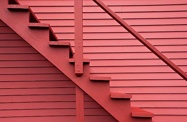 escaliers de la zone rouge grange rouge - monochrome image teintée photos et images de collection
