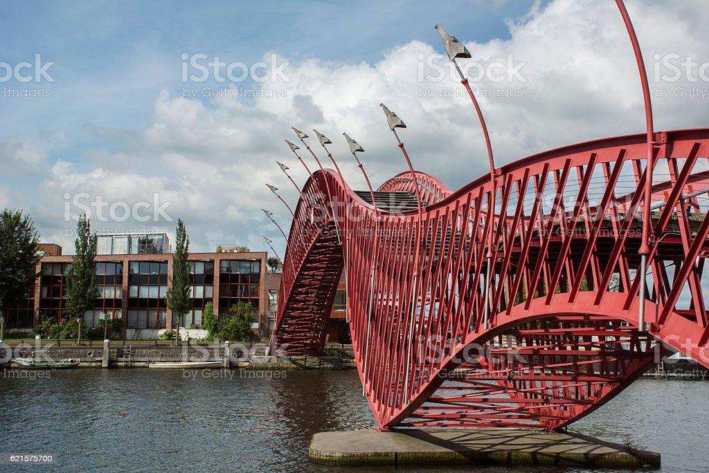 Red steel pedestrian bridge in Amsterdam over the river photo libre de droits
