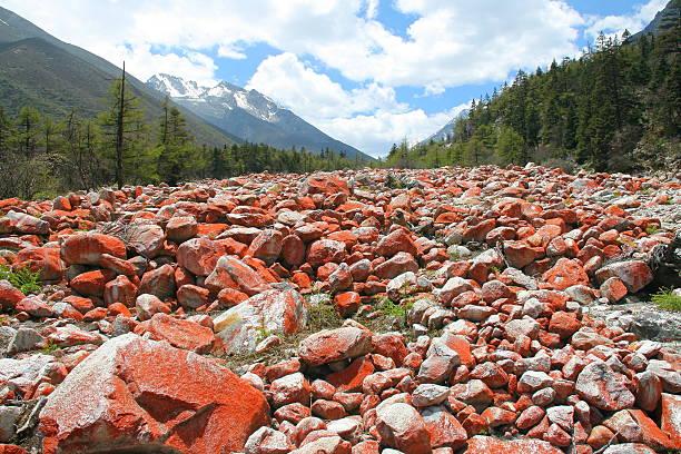 red stones landscape in riwuqie, sichuan, china - ganzi tibet özerk bölgesi stok fotoğraflar ve resimler