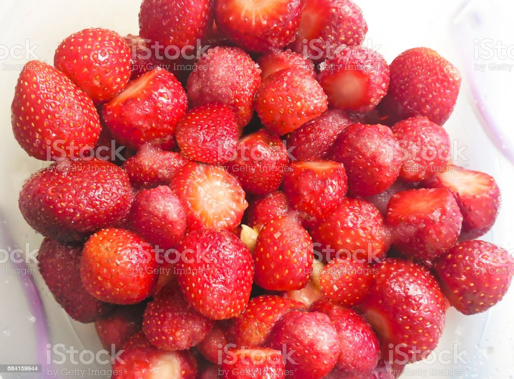 fruits rouges fraises en plaque photo libre de droits