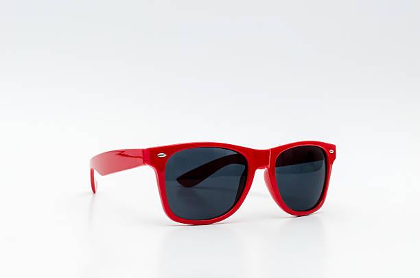 Vermelho elegante, óculos de sol - foto de acervo