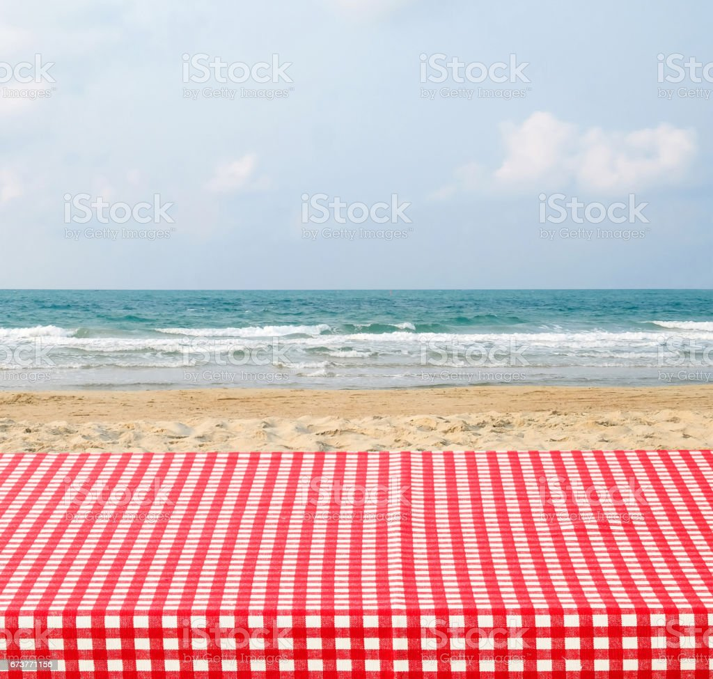 Red table cloth over sea beach and blue sky background, product and food display montage photo libre de droits