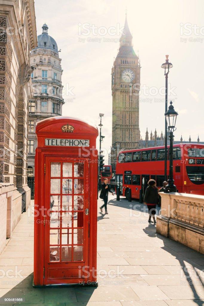 Rote Telefonzelle in London Lizenzfreies stock-foto