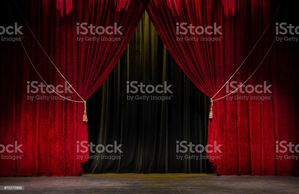 Cortina vermelho teatro - foto de acervo