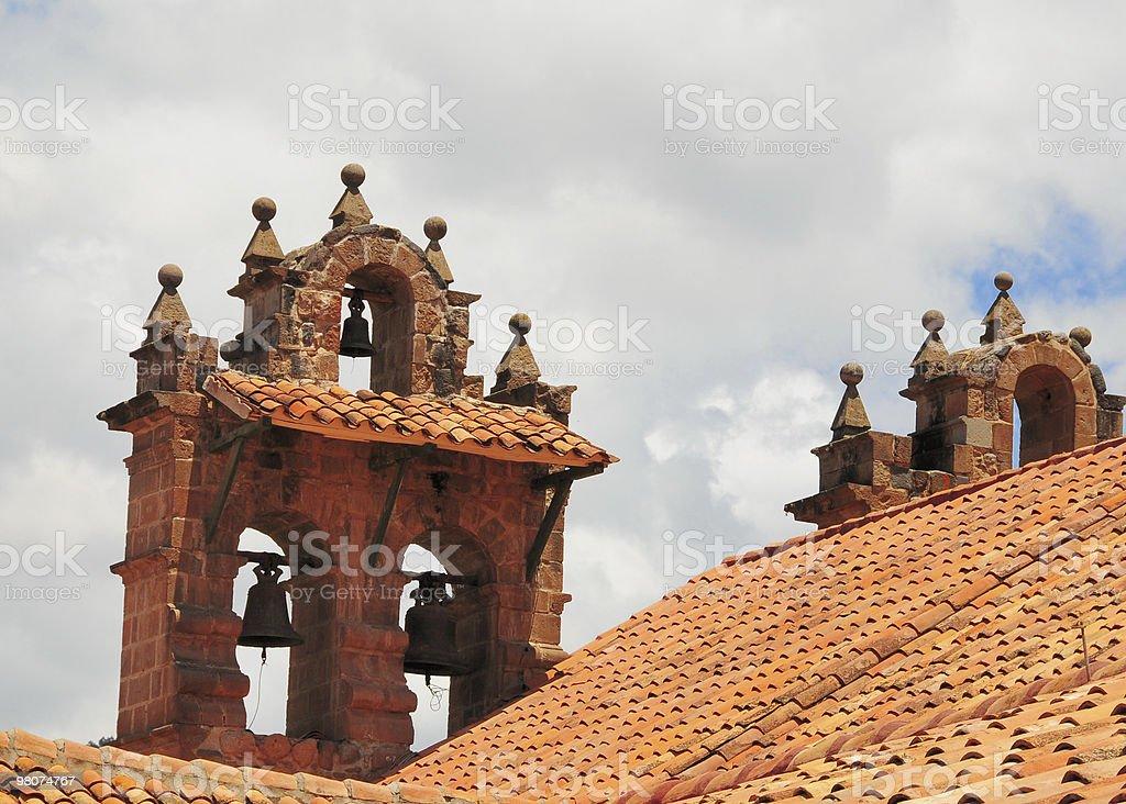 빨간 지붕 타일 (bell tower, 쿠스코, 페류 royalty-free 스톡 사진
