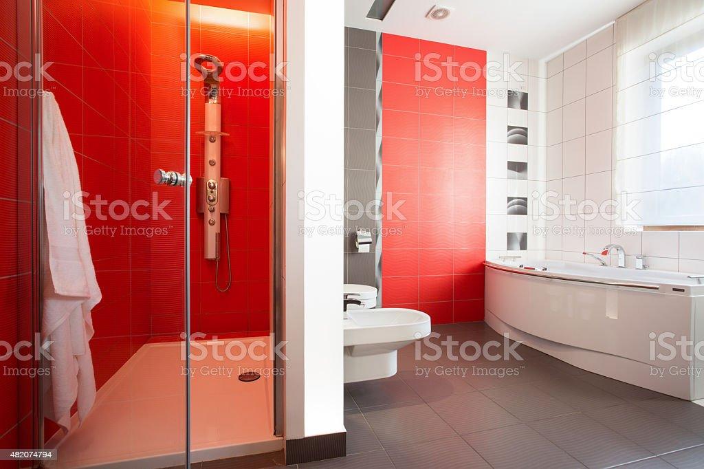 Rote Fliesen In Modernen Toilette Stockfoto und mehr Bilder ...