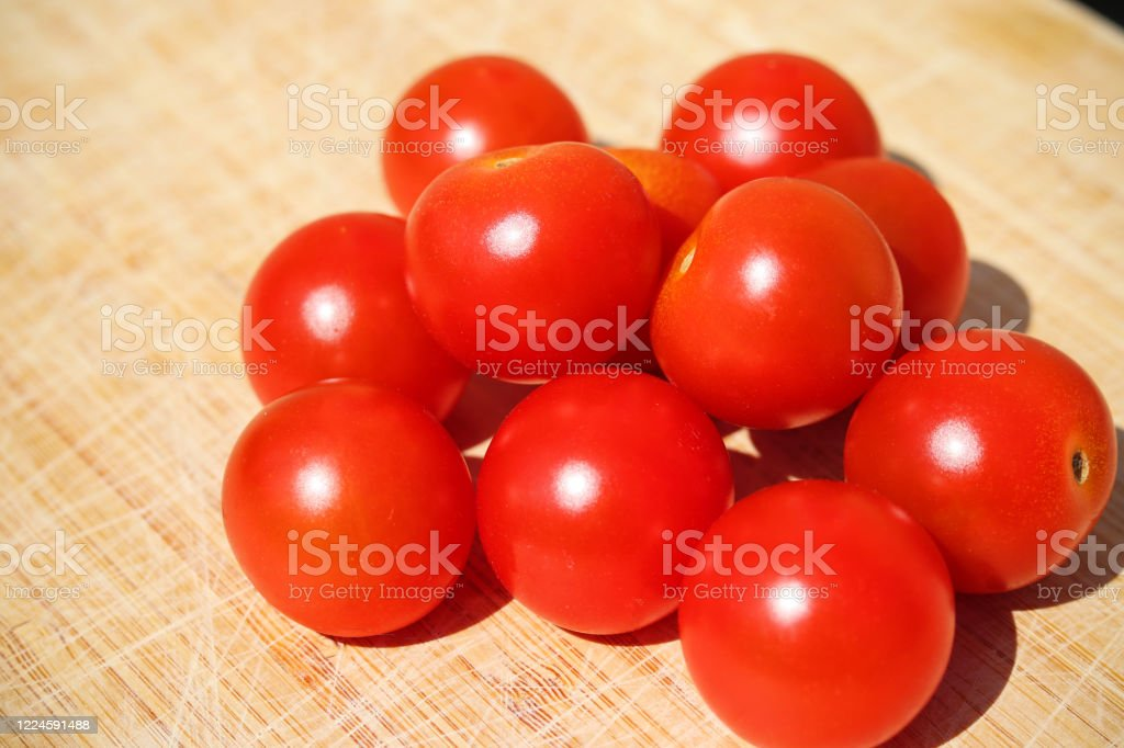 Red tomatoes on a wooden board - Royalty-free Agriculture Stock Photo