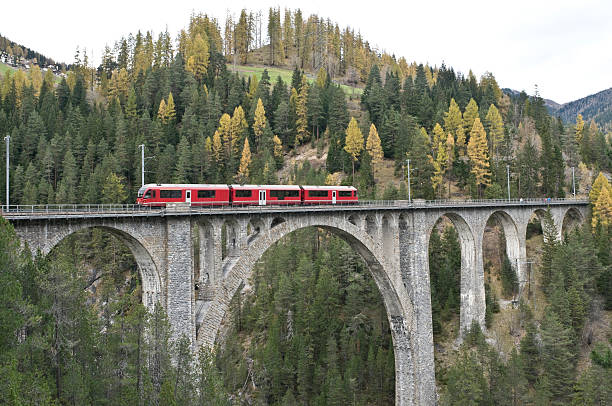 Red train on the Wiesener-Viaduct, Graubuenden, Switzerland Red train on a railway viaduct in Graubuenden, Switzerland (Wiesener-Viaduct, high c. 80 meters/260 feet) railway bridge stock pictures, royalty-free photos & images