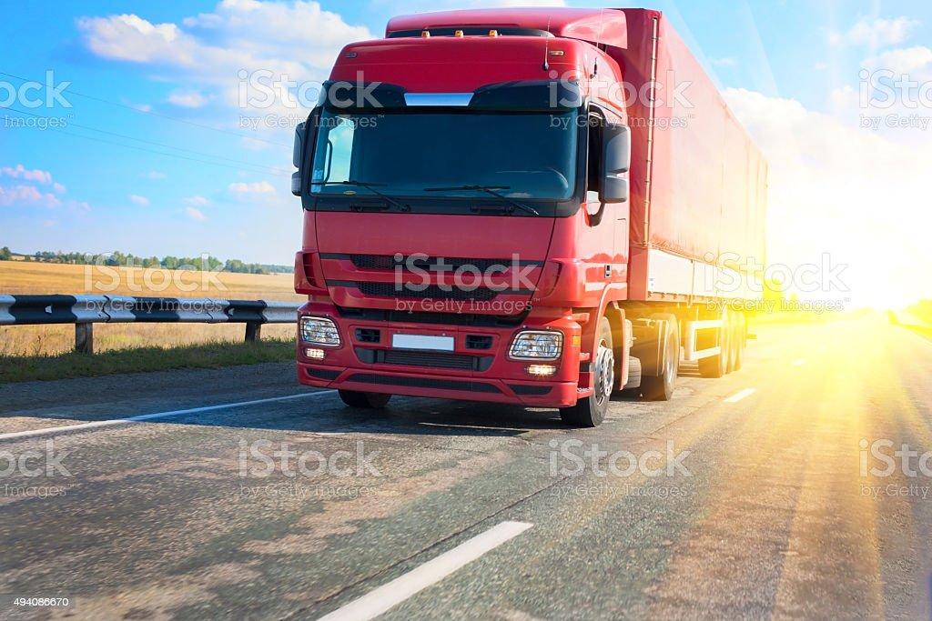 Rote Lkw auf Land Autobahn – Foto