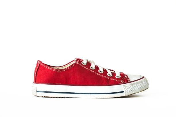 rot unisex sneaker sportschuhe weißen hintergrund isoliert - joggingschuhe stock-fotos und bilder