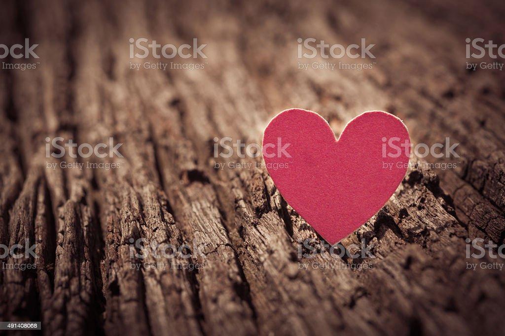 Rot Valentinstag Herzen auf alten rustikal Holz-Hintergrund. Valentinstag. – Foto