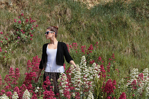 red valerian and white valerian seaside cliffs russian outdoor girl - whiteway english outdoor girl stock photos and pictures
