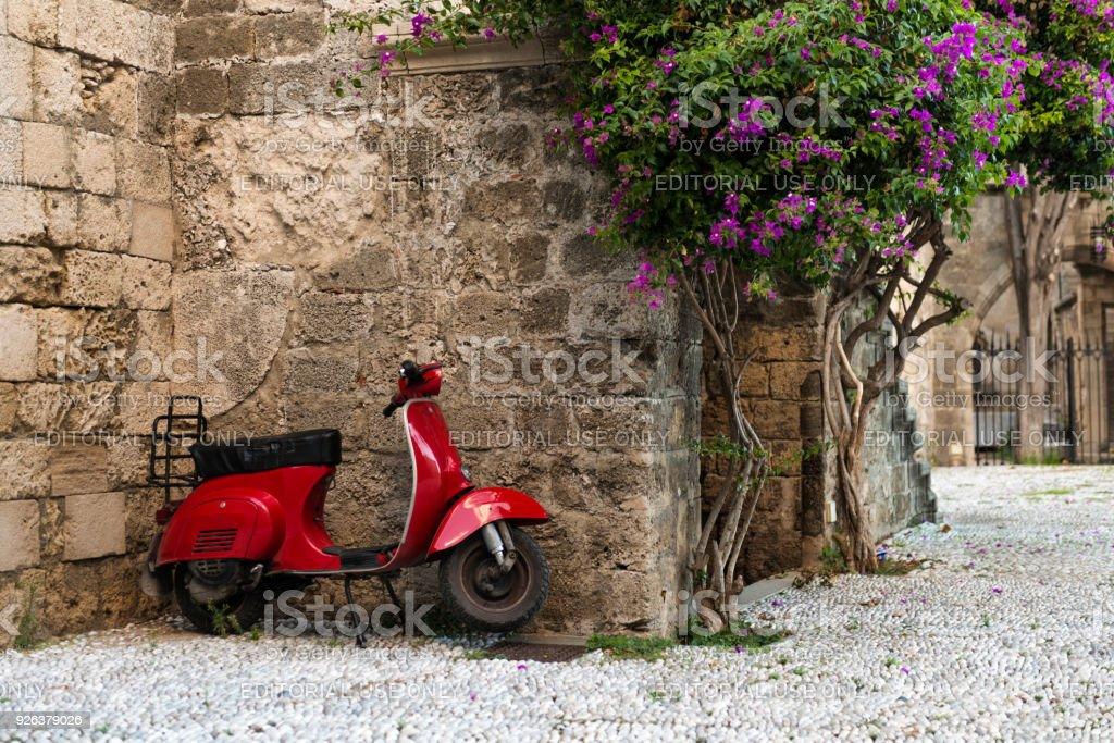 Rote Vespa-Roller, Rhodos Insel Rhodos, Griechenland – Foto