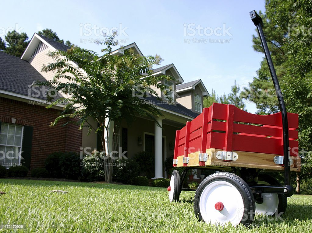 Red Wagon vor Haus – Foto