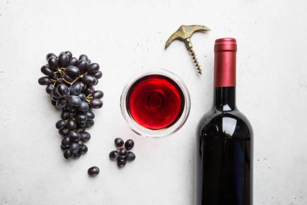 Rotwein und reife Trauben – Foto