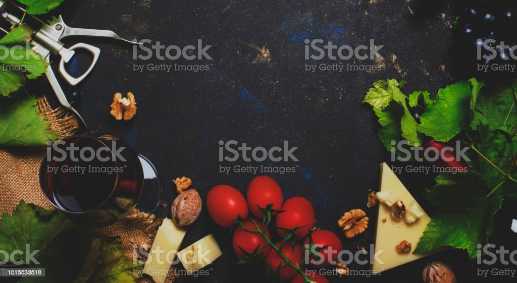 Red wine and snacks, Italian food concept, black background, top view and toned image - foto stock