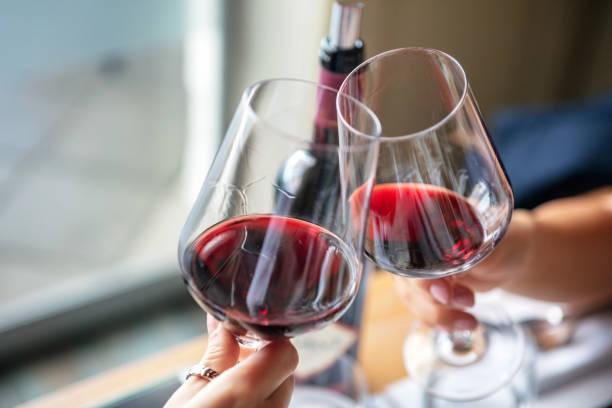 Festlichen Toast Rotwein – Foto