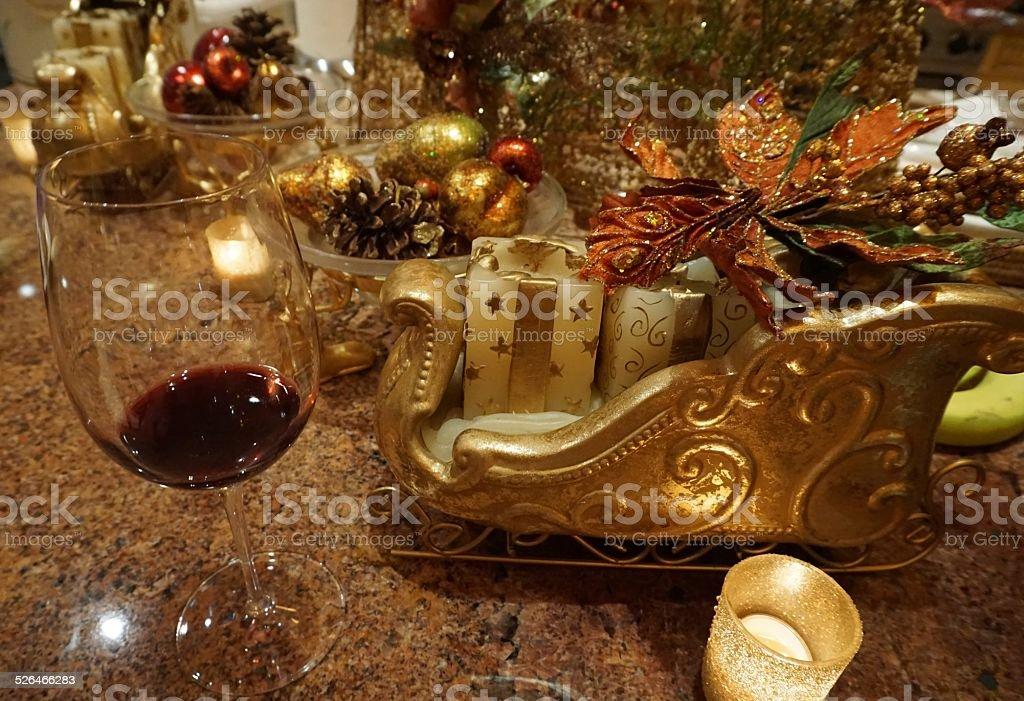 vin rouge de no l avec d coration th me photos et plus d 39 images de aliment istock. Black Bedroom Furniture Sets. Home Design Ideas