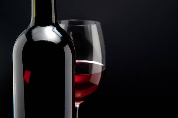 Red wine glass and a bottle in black background picture id478590124?b=1&k=6&m=478590124&s=612x612&w=0&h=s95z83rhvdsrkzyz42 i0gei3etd1qlahj eil4iefg=