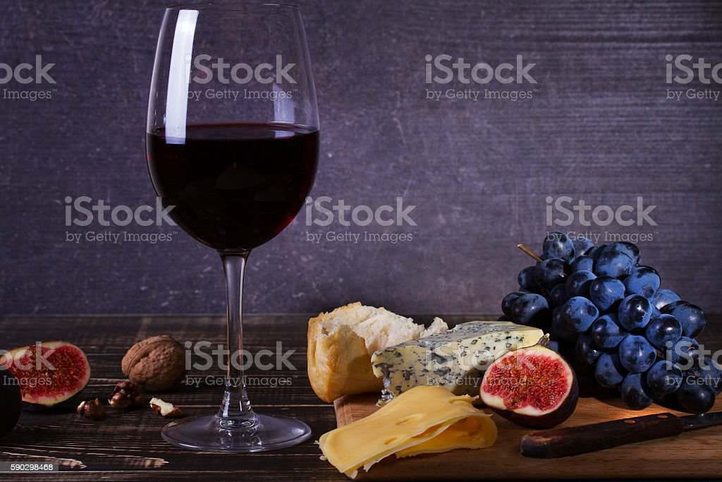 Red wine glass with fruits, cheese, figs and nuts Стоковые фото Стоковая фотография