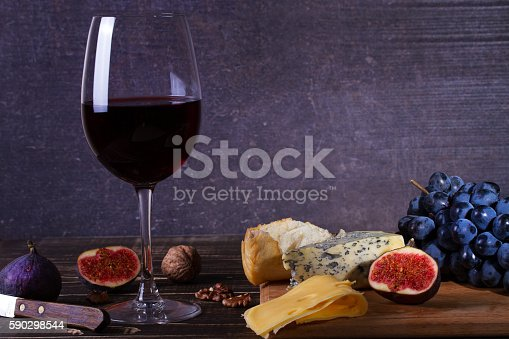 Red Wine Glass With Fruits Cheese Figs And Nuts-foton och fler bilder på Aperitif - Måltid