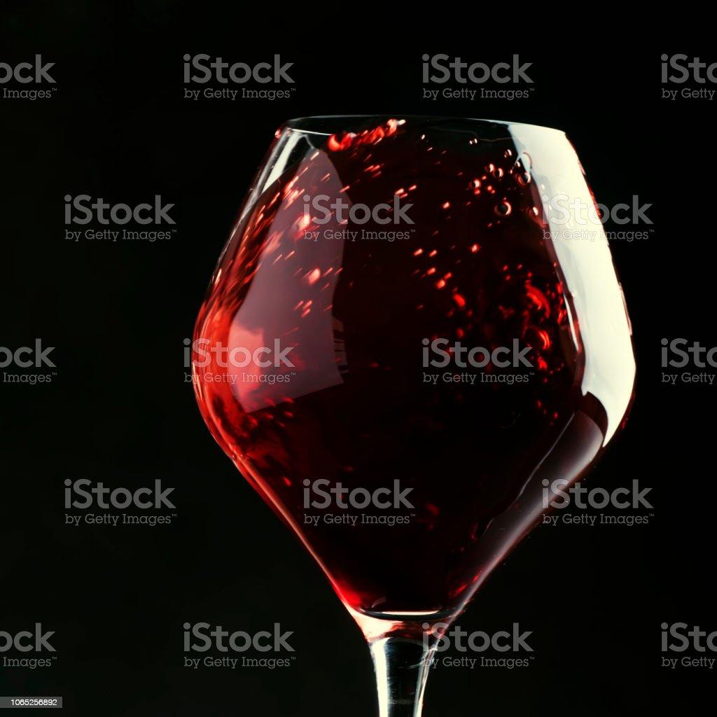 Red wine, splash in a glass, dry cabernet sauvignon - foto stock