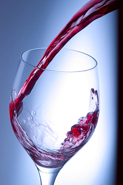 Vinho tinto splash - foto de acervo