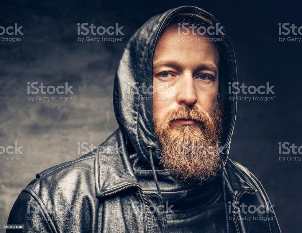 Ruiva barbudo macho na jaqueta de couro. - Foto de stock de Autoconfiança royalty-free