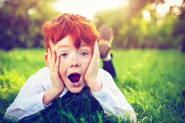 Rotes Haar Junge im Freien – Foto