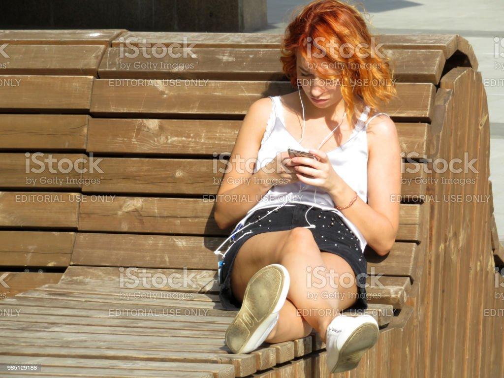 redhead kurzen rock