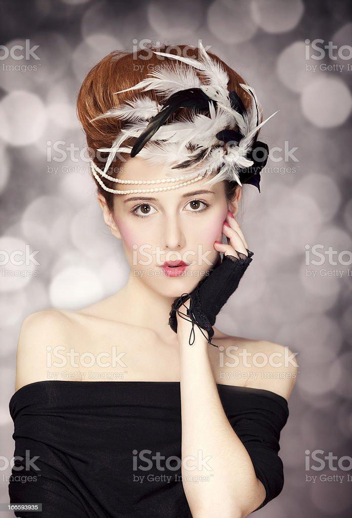Rotes Haar Madchen Mit Rokoko Frisur Am Vintage Hintergrund Foto
