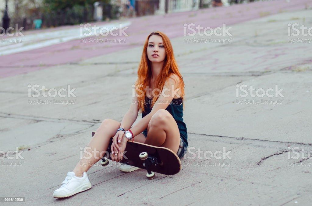 redhead teen posiert