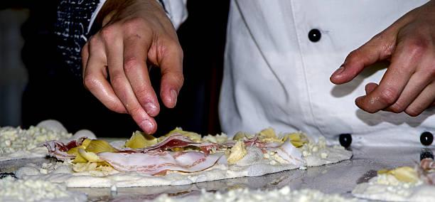 reds and whites pizzas - kabelspek stockfoto's en -beelden
