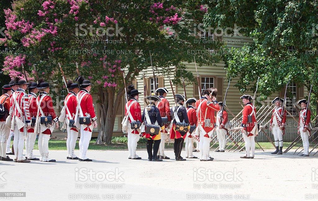 Szene von Redcoats Sie wurde von Williamsburg – Foto